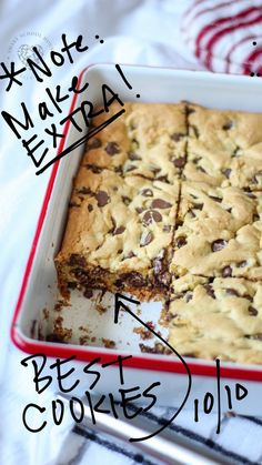 Move over Grandma's cookies, here come some incredible chocolate chip cookie bars! Everyone will want this recipe when you serve up a batch or two to your friends and family. Go ahead and bake some chocolate chip cookie bars this week! Mini Desserts, Cookie Desserts, Easy Desserts, Cookie Recipes, Delicious Desserts, Yummy Food, Cake Mix Desserts, Quick Dessert Recipes, Baking Cookies