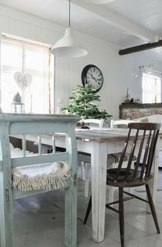 mias interior white & green mint very nice tones