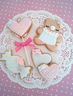 icing cookies :)   #edible baby shower favors, #baby shower cookies, #baby shower candy favors, #chocolate baby shower favors, #baby shower mint tins, #personalized cookies, #timelesstreasure Sweet Cookies, Cute Cookies, Baby Cookies, Baby Shower Cookies, Iced Cookies, Sugar Cookies, Cupcake Cookies, Royal Icing Cookies, Cookie Icing