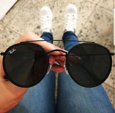 Types Of Sunglasses, Ray Ban Sunglasses, Round Sunglasses, Sunglasses Women, Ray Ban Hombre, John Lennon Sunglasses, Who What Wear, Glasses Trends, Lunette Style