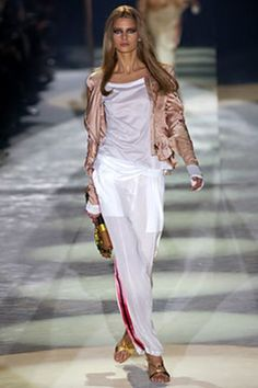 See the complete Gucci Spring 2004 Ready-to-Wear collection.