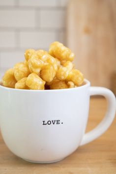 Make these soft and chewy caramel puffed corn treats! You can eat them fresh or bake them to give them a crispy texture. We love them chewy and soft! Caramel Puffed Corn Recipe, Puffed Corn Recipes, Caramel Corn, Snack Recipes, Dessert Recipes, Snacks, Desserts, Carmel Puff Corn, Corn Puffs