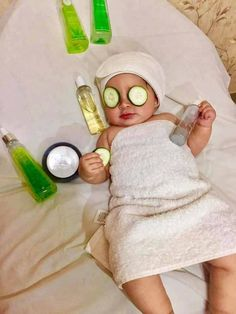 Excellent baby arrival information are available on our web pages. Read more and you wont be sorry you did. Monthly Baby Photos, Newborn Baby Photos, Baby Boy Newborn, Newborn Pictures, Cute Kids Photography, Newborn Baby Photography, Book Bebe, Baby Spa, Foto Baby