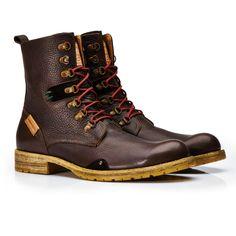 Umberto Luce es un proyecto de calzado que revive la forma tradicional para crear producto de alta calidad