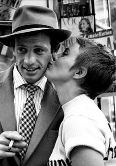 Jean-Paul Belmondo and Jean Seberg during the filming of Godard's À bout de souffle (Jean-Luc Goard, Photo by Raymond Cauchetier. English title: Breathless via kvetchlandia Jean Seberg, French New Wave, Jean Luc Godard, The Big Lebowski, The New Wave, Britpop, French Films, World Music, Brad Pitt