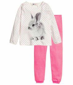 Kaksiosainen pyjama, koko 110/116.  9 €