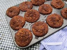 Rabarbermuffins met havermout, walnoten en kaneel | etenenzo