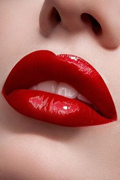 One should kiss red lips . Kerstin Tomancok / Color, Type, Style & Image Consulting - lippenstift - Damen un Mann Schonheit Lipgloss, Lipstick Dupes, Lipstick Colors, Red Lipsticks, Lip Colors, Matte Lipstick, Lipstick Set, Maroon Lipstick, Liquid Lipstick