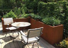 Hochbeete können ja so toll aussehen! Mehr unter https://freudengarten.de/show/140 #Hochbeet, #Gartengestaltung, #Metall, #Garten, #Terrasse, #Cortenstahl