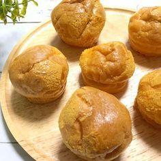 今、話題の糖質制限ダイエット。糖質制限中でもパンも食べたいしスイーツだってもちろん食べたいですよね。でもパンもスイーツも糖質が多い...。そんな時にぴったりな、なんと材料2つで作れて Low Calorie Bread, Low Carb Recipes, Cooking Recipes, Cooking Bread, Donuts, Low Carb Sweets, Low Carbohydrate Diet, Savoury Baking, Happy Foods