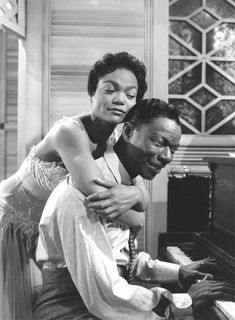 Eartha Kitt & Nat King Cole in St Louis Blues. Nat King Cole born in Alabama. Classic Hollywood, Old Hollywood, Musica Pop, Nat King, Eartha Kitt, St Louis Blues, King Cole, Easy Listening, Vintage Black Glamour