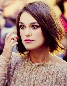 : Messy bob hairstyles for fine hair / Inspiration : Keira Knightley Messy Bob Hairstyles, Pretty Hairstyles, Straight Hairstyles, Bob Haircuts, Asian Hairstyles, Hairstyle Short, Celebrity Hairstyles, Longer Bob Hairstyles, Neck Length Hairstyles