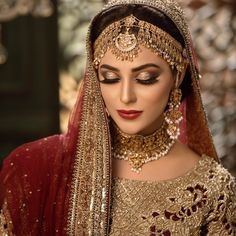 If you are going to be a bride soon and already know what you'll be wearing on your functions, then the next step is getting the perfect wedding makeup. Here are some Indian bridal makeup images to help you pick what you want. Bridal Makeup Images, Bridal Eye Makeup, Wedding Makeup Looks, Bride Makeup, Bridal Looks, Pakistani Bridal Makeup, Indian Wedding Makeup, Indian Bridal Jewelry, Indian Makeup Looks