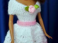 Puppenkleid stricken // Ballkleid für Puppen Crochet Barbie Clothes, Short Sleeve Dresses, Dresses With Sleeves, Schneider, Crochet Top, Crochet Necklace, Kids, Women, Fashion