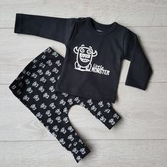 Speciaal voor Little Monsters! Baby Shirts, Onesies, Little Monsters, Babys, Prints, Kids, Clothes, Fashion, Children