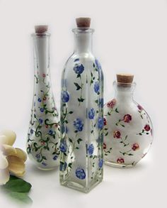 Frangipani Décor: Painted bottles charming!