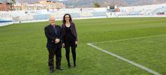 El Ayuntamiento regenera el césped del Estadio Municipal Escribano Castilla