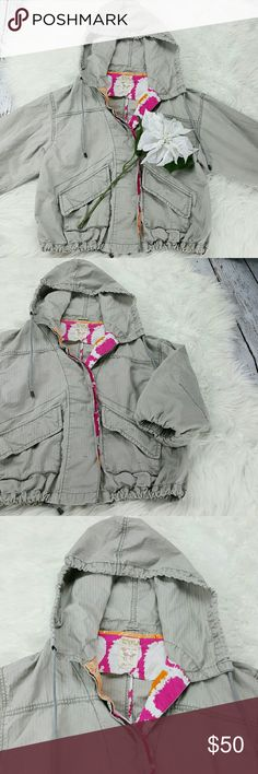 """💞SALE💞 Free People Gray Hooded Jacket Adorable Free People Gray Hooded Jacket 3/4 Puff Sleeve 100% Cotton Pockets in front adjustable waist 22"""" from the top of the shoulder to the bottom 20"""" from armpit to armpit 16"""" Sleeve length Super Cute Perfect for Fall Free People Jackets & Coats"""