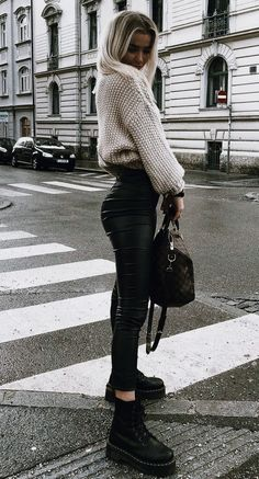 150 Fall Outfits to Shop Now Vol. 2 / 026 Fall Outfits to Shop Now Vol. Page 3150 Fall Outfits to Shop Now Vol. 4 / 171 Fall Outfits to Shop Now Vol. Mode Outfits, Trendy Outfits, Fashion Outfits, Fashion Ideas, Womens Fashion, School Outfits, Tumblr Fall Outfits, Fashion Boots, Hipster Fall Outfits