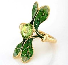 Ilgiz -Lalique- ring with grand feu enamelling, set with a peridot. Art Nouveau.