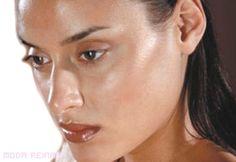 #PIEL GRASA: Brillante, con poros abiertos y visibles, puntos negros, tendencia a la rojez o granitos.  De textura irregular, parece nunca estar limpia. VENTAJA: es más gruesa, por lo que menos proclive a arrugas o manchas.  CONSEJOS: Un buen limpiador facial dos veces al día, exfoliante dos o tres veces a la semana. Crema hidratante sin aceites y matificante.  TRUCO: Usa una mascarilla de arcilla un par de veces a la semana que absorbe el exceso de grasa.   IA: Ideal nuestro Gel Cero…