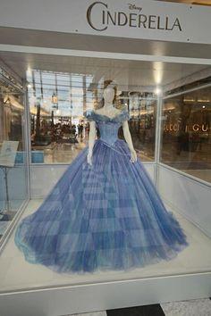 Cendrillon : les costumes exposés à Melbourne pour la sortie du film le 13 mars en même temps que Frozen Fever le court métrage de la Reine des Neiges