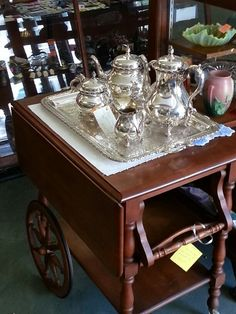 Nice tea trolley w ith removable tray