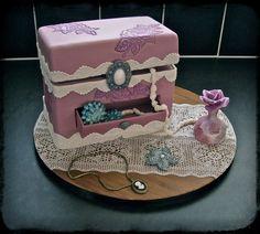 Jisme mai appko pakad ke lakin that was Safina 💝💝💝💝 Hat Box Cake, Gift Box Cakes, Make Up Cake, Love Cake, Fondant Cakes, Cupcake Cakes, Cupcakes, Beautiful Cakes, Amazing Cakes