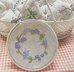 WEBSTA @ maro_embroidery - #파란꽃 리스어릴때부터 파란색이참 좋았어요~~나이 든 지금도.. #프랑스자수 #자수