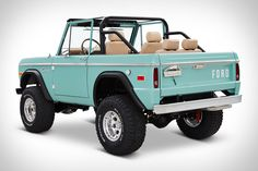 Named for the famed private golf club in southern Florida, this 1970 Ford Bronco from OH-based Classic Ford Broncos is a perfect seaside ride. It's powered by an all-aluminum, Ford Racing Coyote engine, mated to a four-speed automatic with. Classic Ford Broncos, Classic Bronco, Ford Classic Cars, Classic Trucks, Best Classic Cars, My Dream Car, Dream Cars, Motor Ford, Offroad