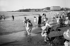 """La grande plage"" - 1895 Photographie de Georges Ancely Biarritz, Belle Epoque, Old Houses, Interior Architecture, Strand, Beach, 1930s, Homes, Beautiful"