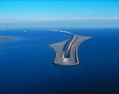Ponte mergulha no oceano para conectar Dinamarca e Suécia