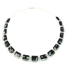 Schwarze Kette mit Silbermetall-Einschluss * Necklace in Black with Silvermetall-leaves inside