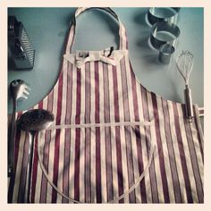 bowtie apron - grembiule con cravattino http://elbichofeo.blogspot.com https://it-it.facebook.com/pages/Bicho-feo/382736388432736?sk=map&activecategory=Foto&session_id=1334324293