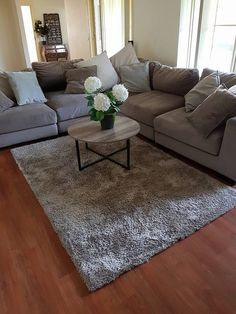 Round table vs square couch