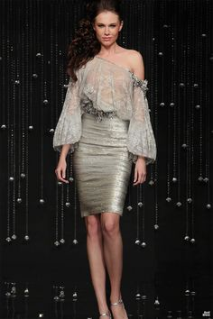Glamour style fashion - luxury style that shows her sexy attitude - pretty woman in gown walking - Runway Fashion, High Fashion, Fashion Beauty, Womens Fashion, All About Fashion, Passion For Fashion, Costume, Dress Me Up, Evening Gowns