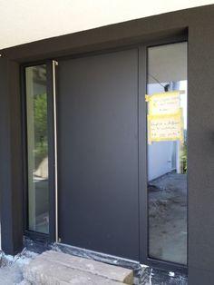 Black aluminium doors with glass Modern Entrance Door, Modern Front Door, House Front Door, House Doors, House Entrance, Entrance Doors, Contemporary Front Doors, Aluminium Doors, Exterior Doors