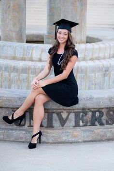 50 Trendy ideas for dress graduation college senior portraits Nursing Graduation Pictures, Nursing Pictures, Graduation Picture Poses, College Graduation Pictures, Graduation Portraits, Nursing School Graduation, Graduation Photoshoot, Graduation Photography, Grad Pics