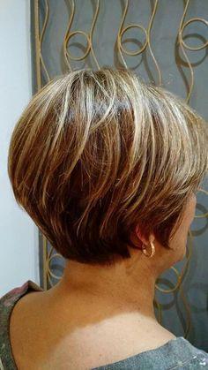 New Bob Haircuts 2019 & Bob Hairstyles 25 Bob Hair Trends for Women - Hairstyles Trends Short Grey Hair, Short Hair With Layers, Short Hair Cuts For Women, Long Hair, Short Hairstyles For Thick Hair, Haircuts For Fine Hair, Short Hair Styles, Hair Trends, Hair Beauty