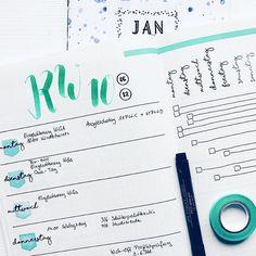 """Es gibt neue Moment-Stempel! Hier ist eine wunderbare Bullet Journal Inspiration von Kreativ Team Mitglied @die_farbtafel mit den Sets """"Wochentage"""" """"Tagesplaner"""" & """"Planer Tabs"""". -- Die Platten sind neben 7 weiteren ab sofort im @papierprojekt Shop erhältlich."""