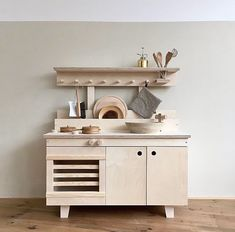 A pretty children's wooden kitchen Informations About Une jolie cuisine en bois enfant Pin You