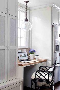 love the little work nook in the kitchen