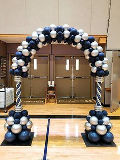 Blue and silver balloon arch. Blue and silver balloon arch. Balloon Gate, Balloon Arch Diy, Ballon Arch, Birthday Balloon Decorations, Balloon Columns, Balloon Bouquet, Balloon Garland, Birthday Balloons, Birthday Parties