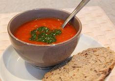 Ovnsbakte grønnsaker gjør tomatsuppe til en helt ny smaksopplevelse. Dinner Today, Tomato Soup, Lchf, Thai Red Curry, Vegan Recipes, Food And Drink, Homemade, Ethnic Recipes, Soups