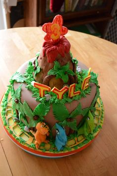 Dinosaur Train cake, this would be perfect for Holdens birthday party!