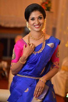 Wedding Saree Blouse Designs, Silk Saree Blouse Designs, Saree Blouse Patterns, South Indian Wedding Saree, Saree Wedding, Indian Silk Sarees, Indian Beauty Saree, Kids Blouse Designs, Kerala Bride