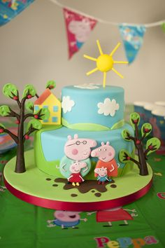Really creative Peppa Pig birthday cake! Tortas Peppa Pig, Bolo Da Peppa Pig, Cumple Peppa Pig, Peppa Pig Birthday Cake, Peppa Pig Cakes, 2nd Birthday Cake Girl, 4th Birthday, Birthday Ideas, Bolo George Pig
