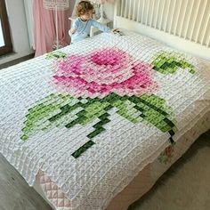 Luty Artes Crochet: colchas e mantas Pixel Crochet, Crochet Quilt, Manta Crochet, Crochet Squares, Crochet Home, Crochet Granny, Knit Crochet, Crochet Bedspread Pattern, Crochet Blanket Patterns