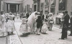 Terungkap Foto Pernikahan Pangeran Charles dan Putri Diana di Istana Buckingham - http://www.rancahpost.co.id/20150838030/terungkap-foto-pernikahan-pangeran-charles-dan-putri-diana-di-istana-buckingham/