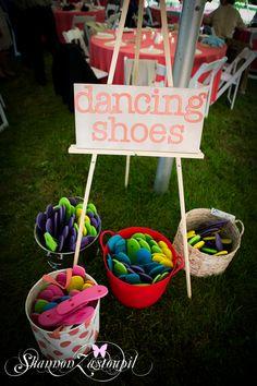 wedding reception dancing shoes, buckets of flip flops for your wedding guests, dancing shoes for wedding guests,